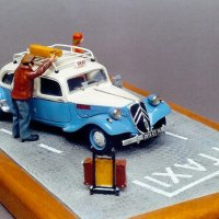citroen-traction-taxi-bleu-et-blanc